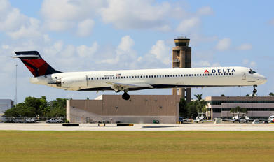 N959DN - Delta Air Lines McDonnell Douglas MD-90