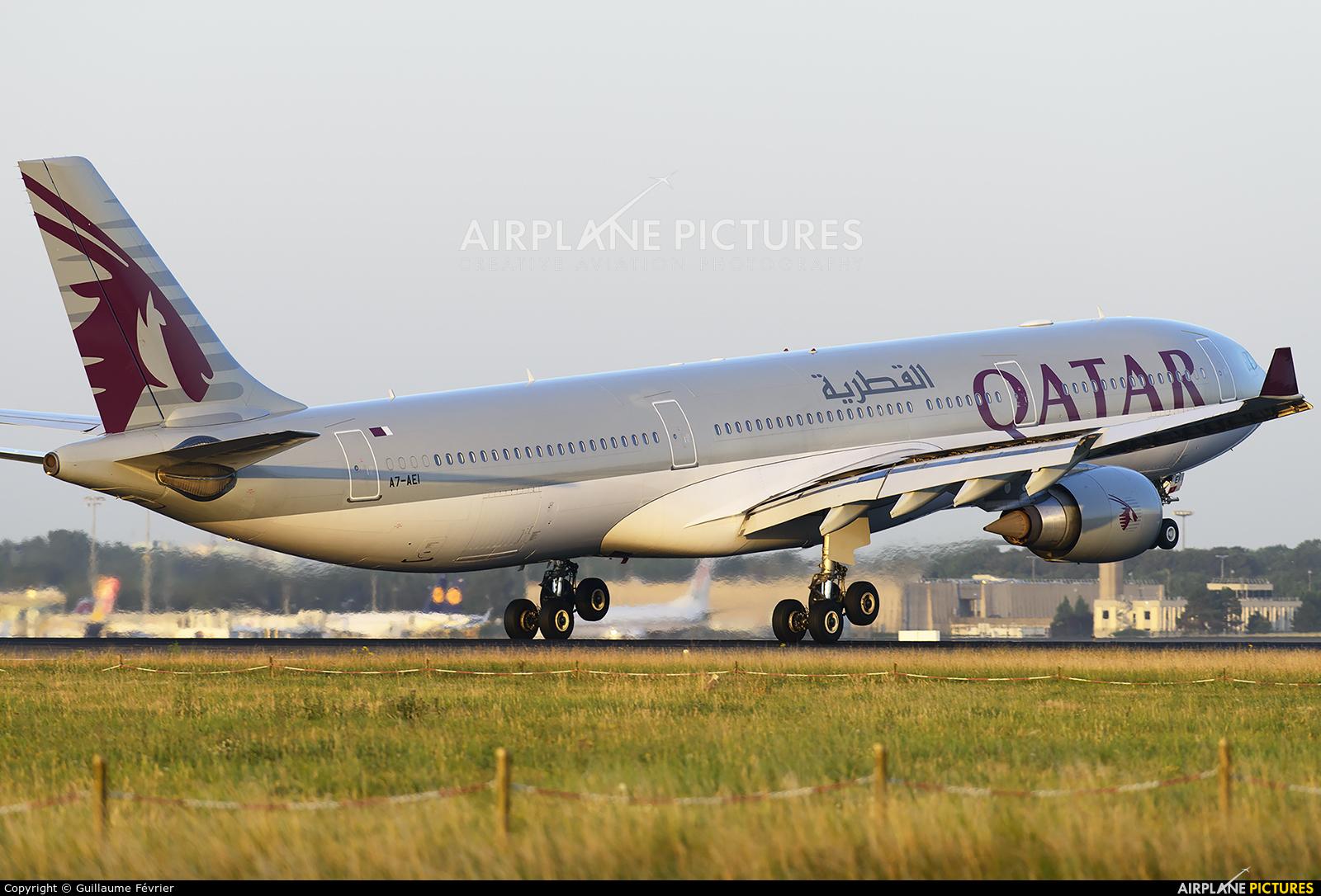 Qatar Airways A7-AEI aircraft at Paris - Charles de Gaulle