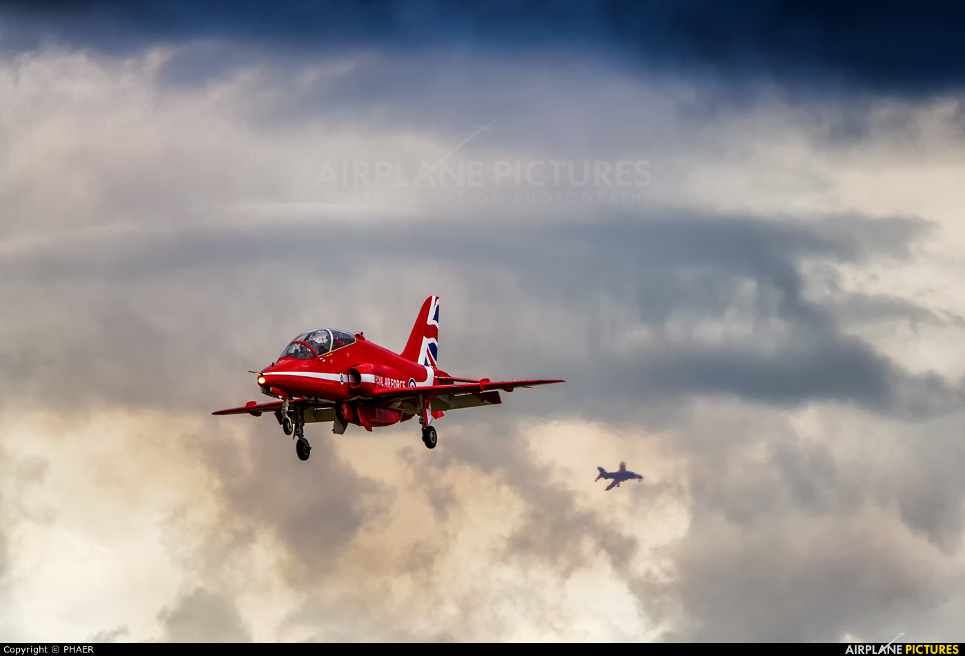 xx182 com_XX186 - Royal Air Force Red Arrows British Aerospace Hawk T.1/ 1A at Farnborough ...