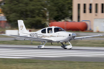 N221TX - Private Cirrus SR22