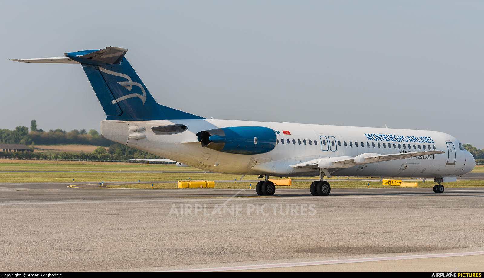 Montenegro Airlines 4O-AOM aircraft at Vienna - Schwechat