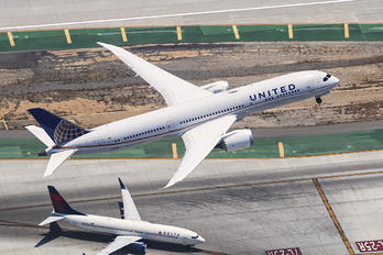 N45956 - United Airlines Boeing 787-9 Dreamliner