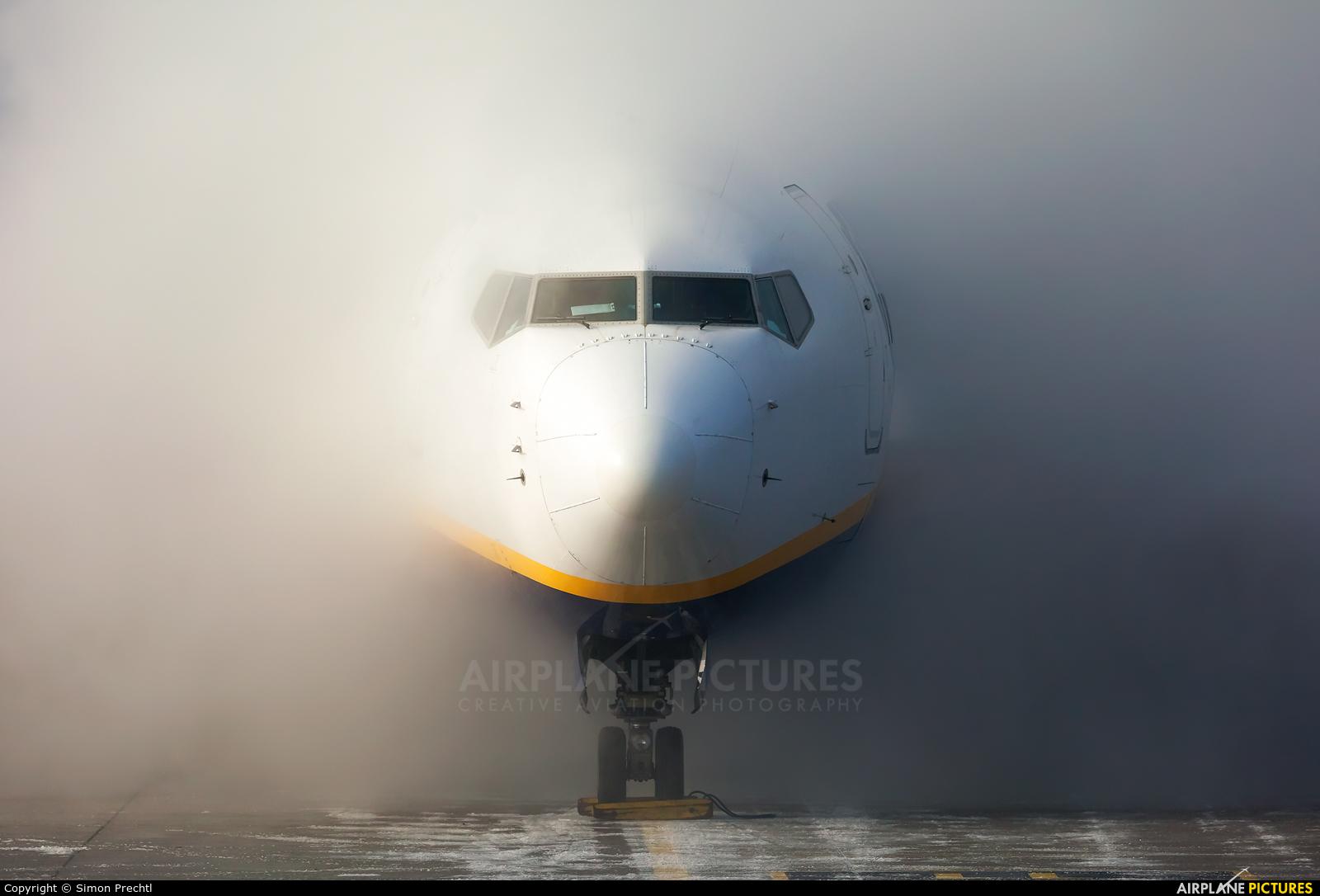 Ryanair EI-EST aircraft at Linz
