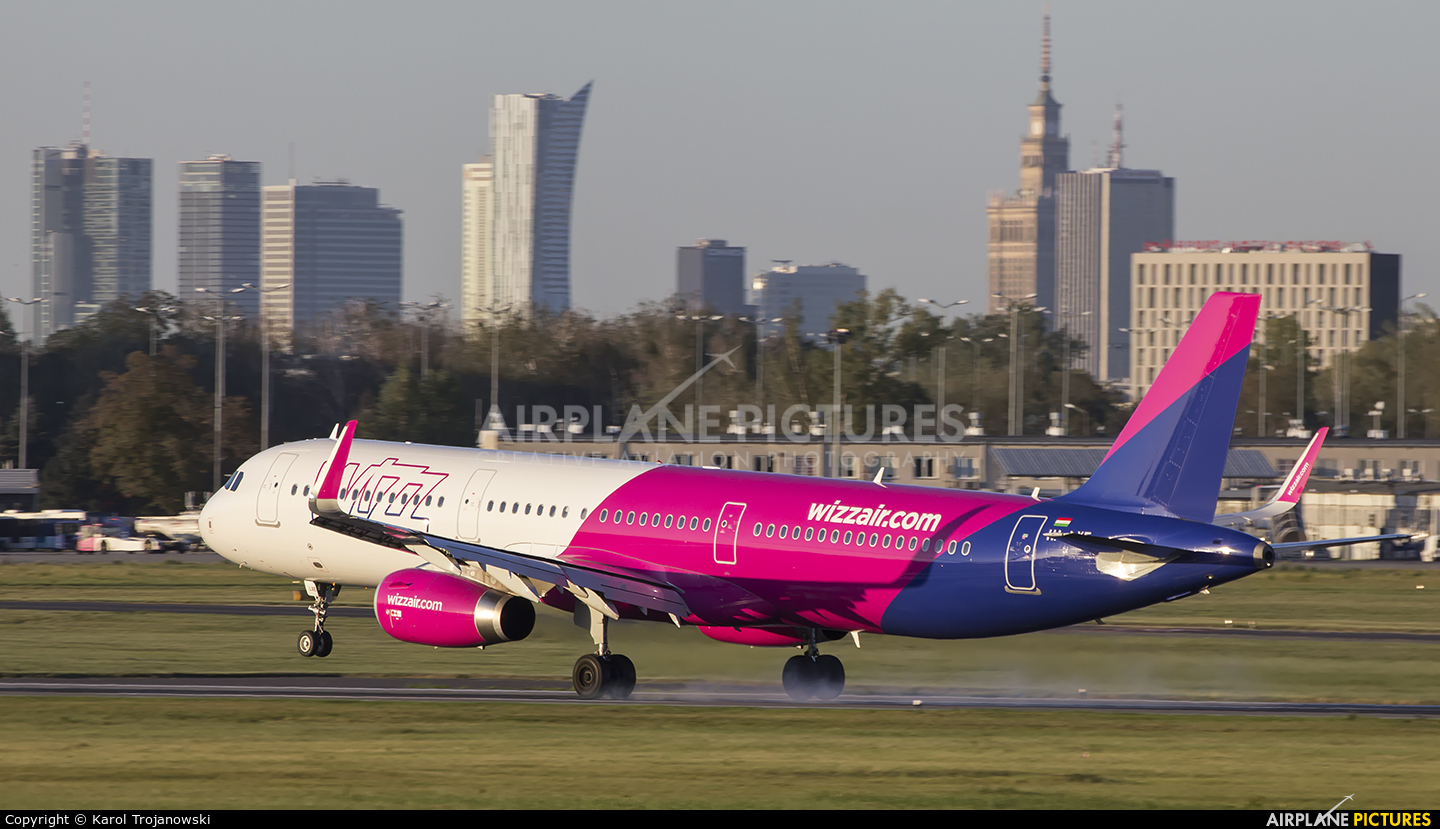 Wizz Air HA-LXE aircraft at Warsaw - Frederic Chopin