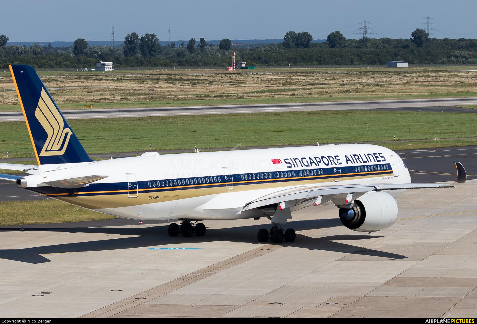Singapore Airlines 9V-SMA aircraft at Düsseldorf