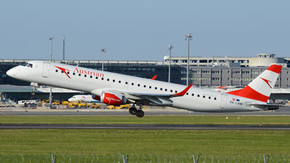 OE-LWM - Austrian Airlines/Arrows/Tyrolean Embraer ERJ-195 (190-200)