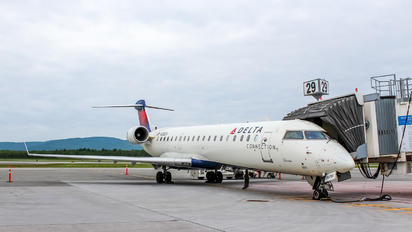 N355CA - Delta Connection Bombardier CRJ-700