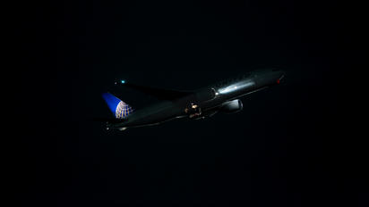 N216UA - United Airlines Boeing 777-200ER