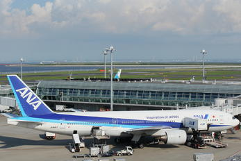 JA8197 - ANA - All Nippon Airways Boeing 777-200