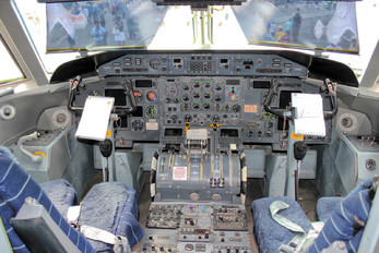 142805 - Canada - Air Force de Havilland Canada CT-142 Dash 8