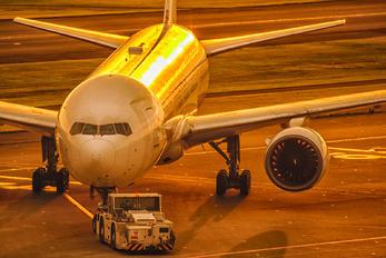 JA8985 - JAL - Japan Airlines Boeing 777-200