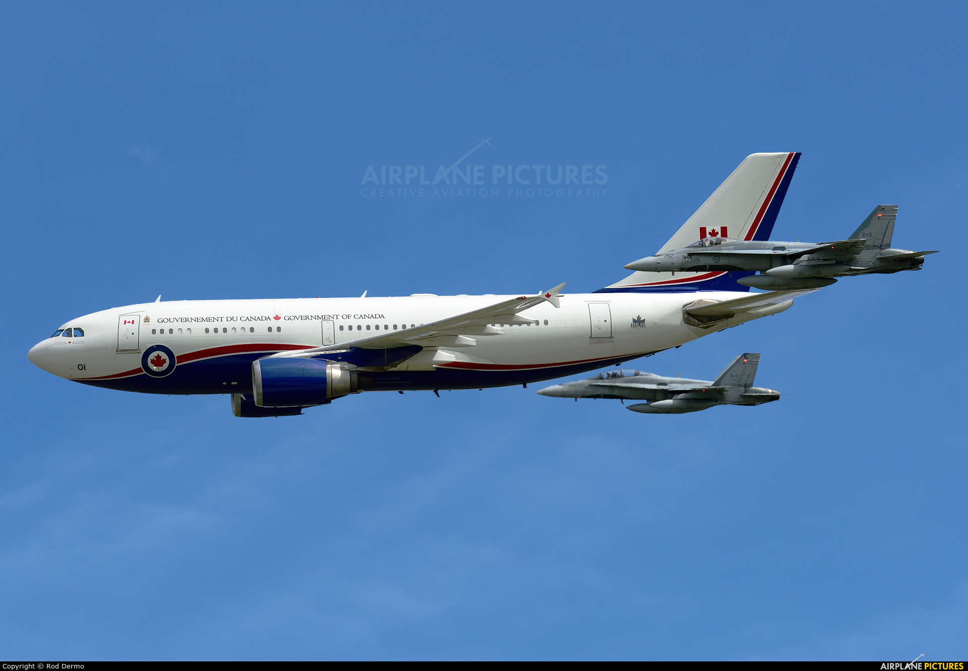 Canada - Air Force 15001 aircraft at London  Intl, ON