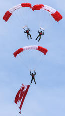 - - Canada - Air Force Parachute Military
