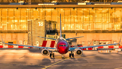LN-NIH - Norwegian Air Shuttle Boeing 737-800