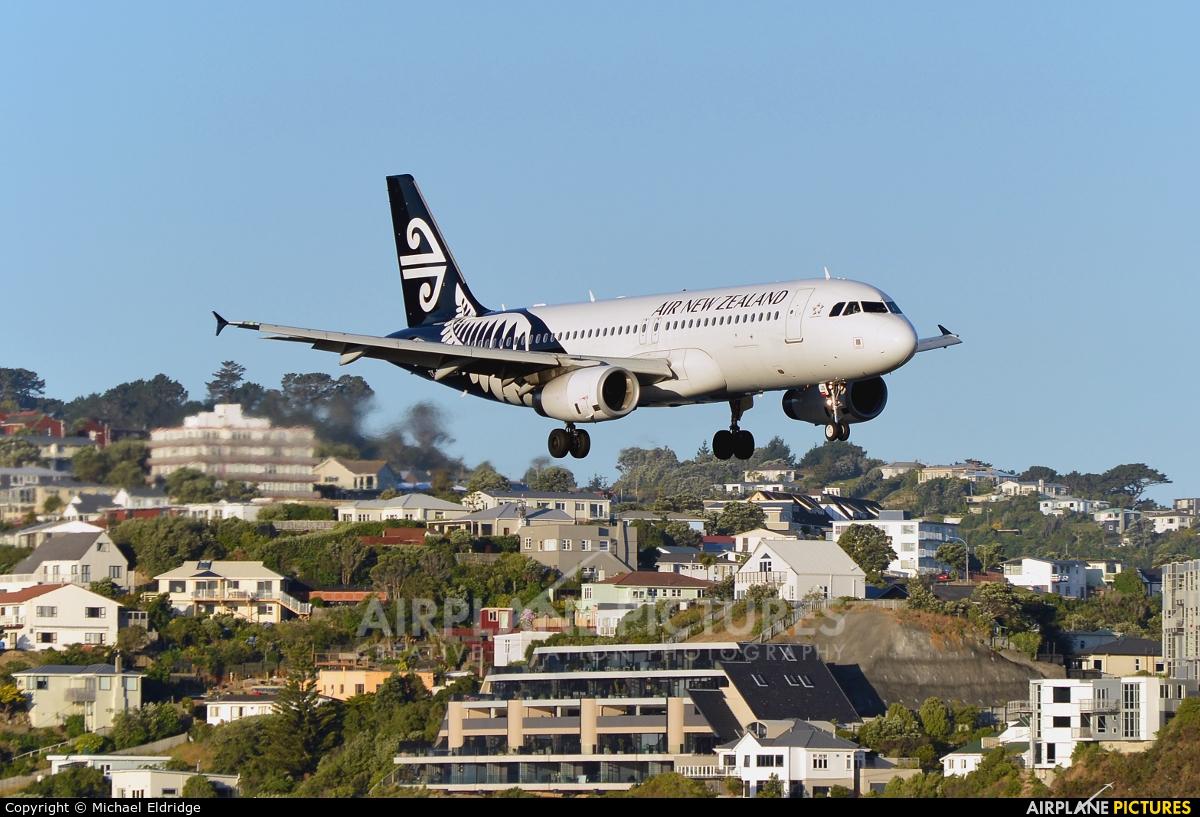 Air New Zealand ZK-OJS aircraft at Wellington Intl