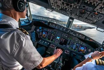 - -  Boeing 737-800