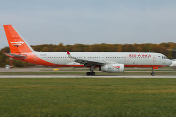 RA-64017 - Red Wings Tupolev Tu-204