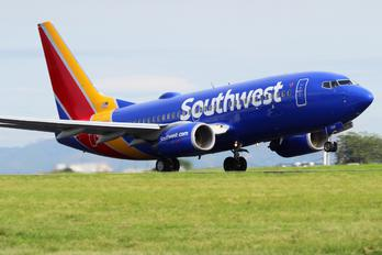 N7725A - Southwest Airlines Boeing 737-700