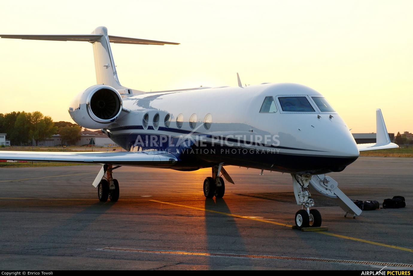 Private C-FDBJ aircraft at Parma