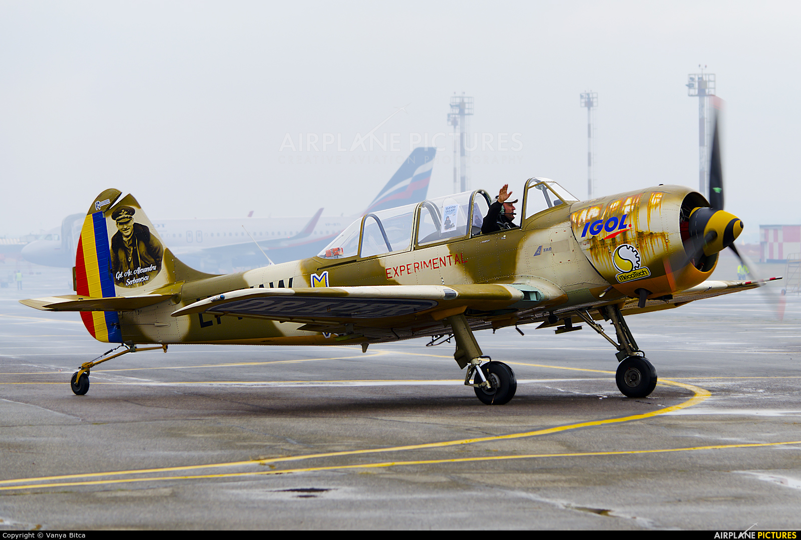 Aerobatic Yakkers LY-WAW aircraft at Chişinău Intl