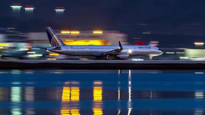 N57855 - United Airlines Boeing 757-300