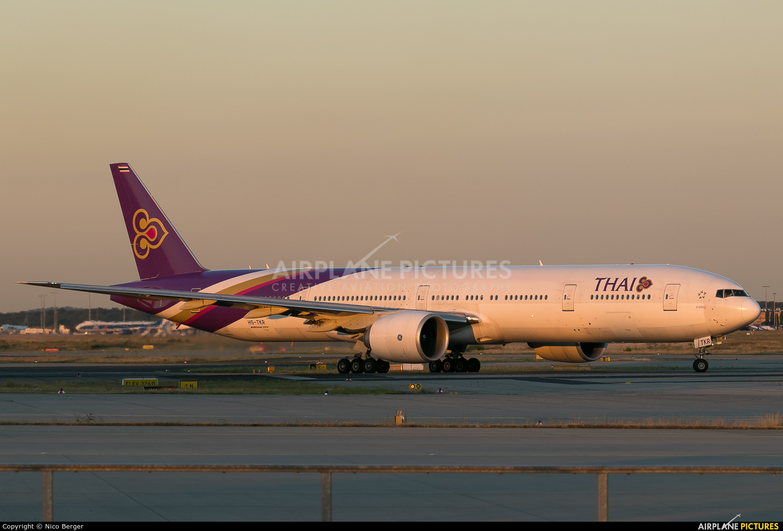 Thai Airways HS-TKR aircraft at Frankfurt