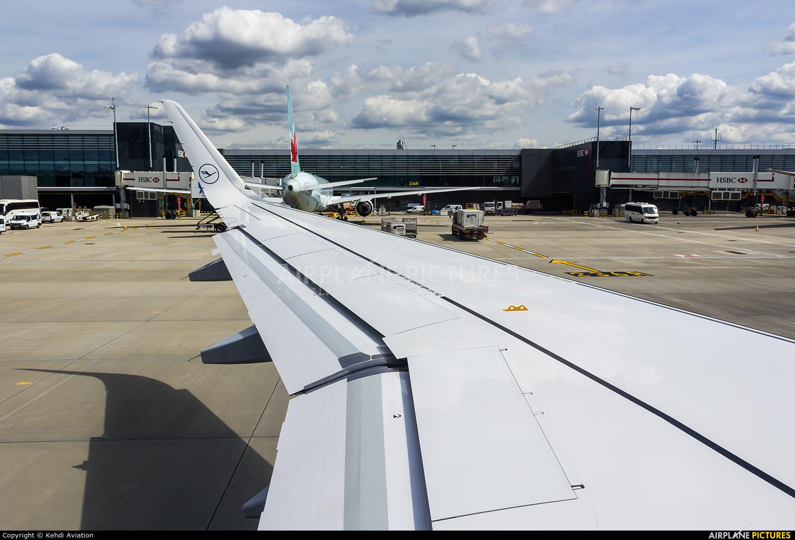 Lufthansa D-AIUU aircraft at London - Heathrow