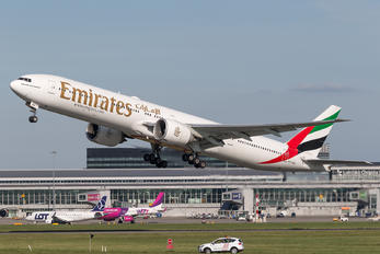 A6-EBB - Emirates Airlines Boeing 777-300ER