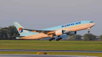 HL7574 - Korean Air Boeing 777-200ER