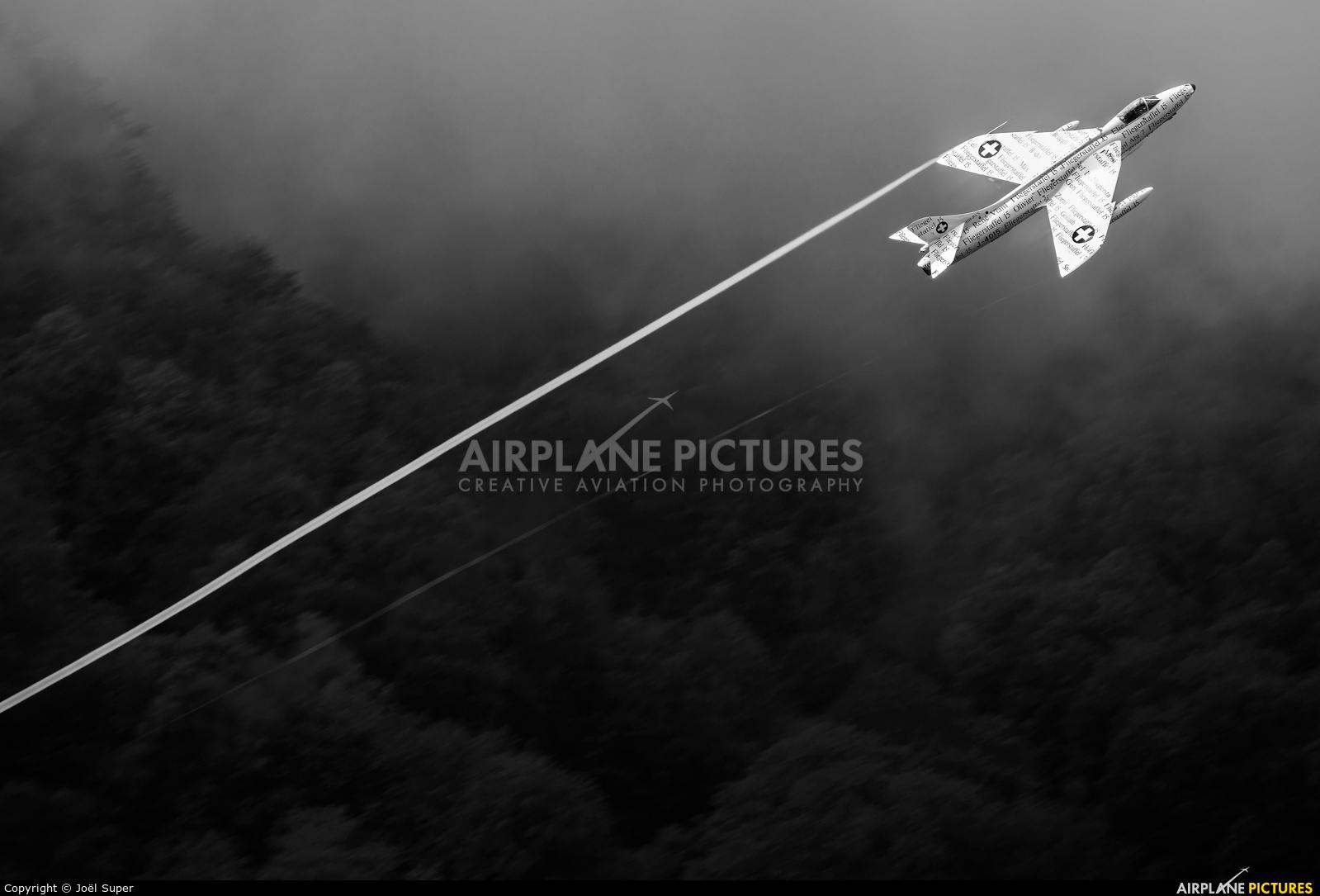 Hunter Flying Club HB-RVS aircraft at Mollis