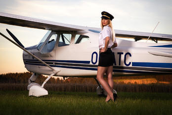 - -  - Aviation Glamour - Model