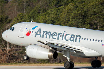 N832AW - American Airlines Airbus A319