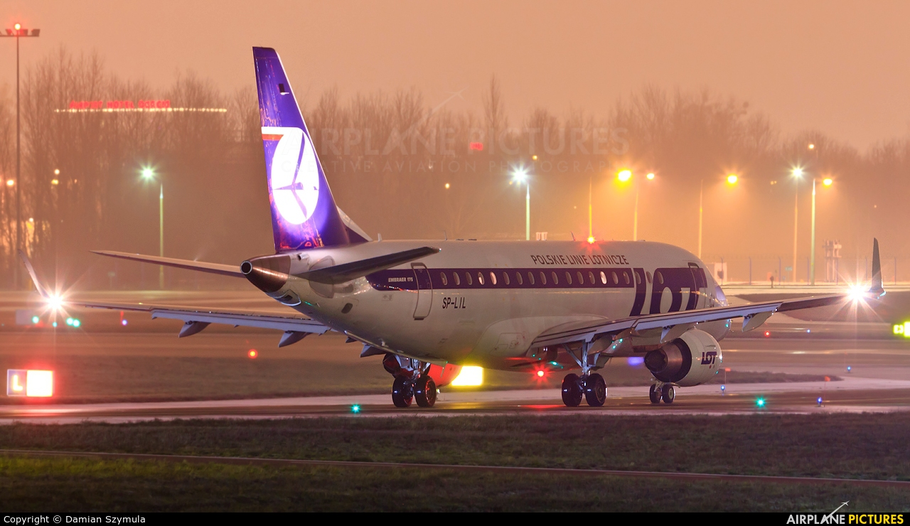 LOT - Polish Airlines SP-LIL aircraft at Warsaw - Frederic Chopin