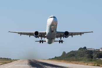 G-TCDV - Thomas Cook Airbus A321