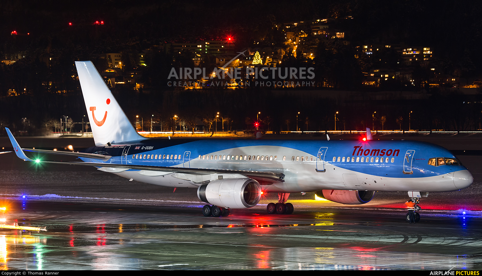 Thomson/Thomsonfly G-OOBH aircraft at Innsbruck