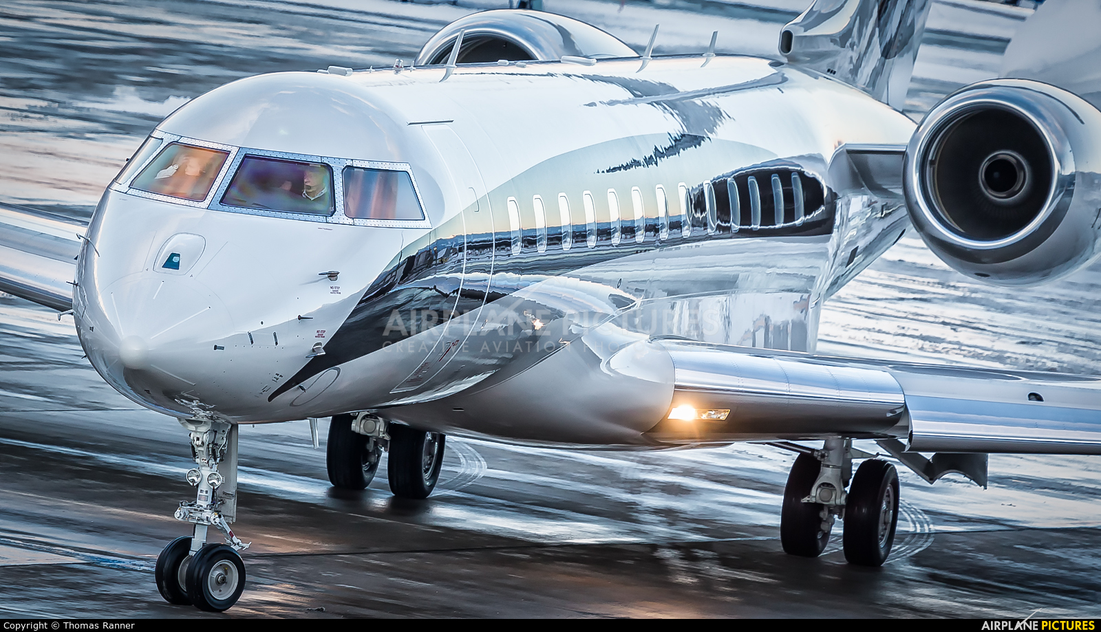 OE-LII - LaudaMotion Bombardier BD-700 Global 6000 at ...