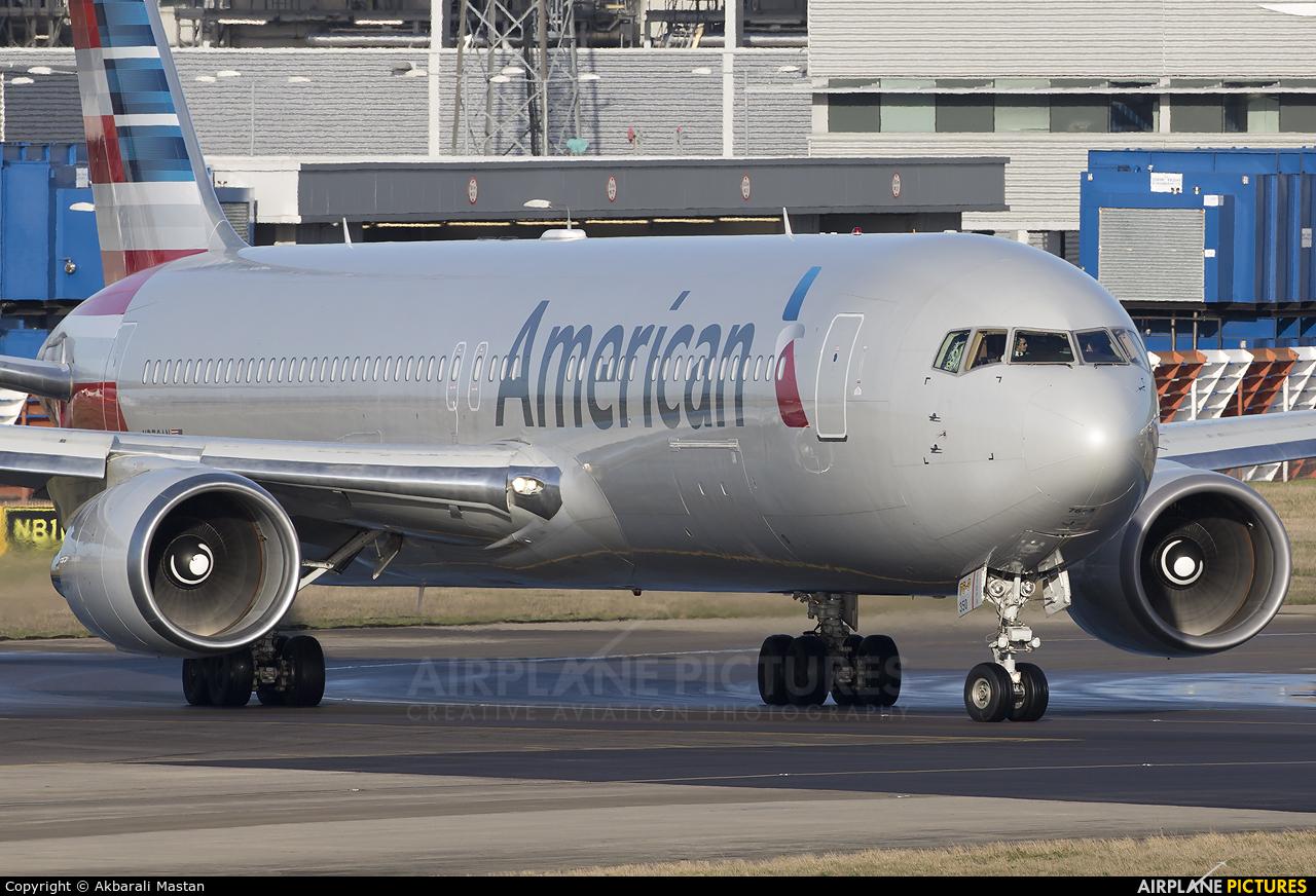 American Airlines N350AN aircraft at London - Heathrow