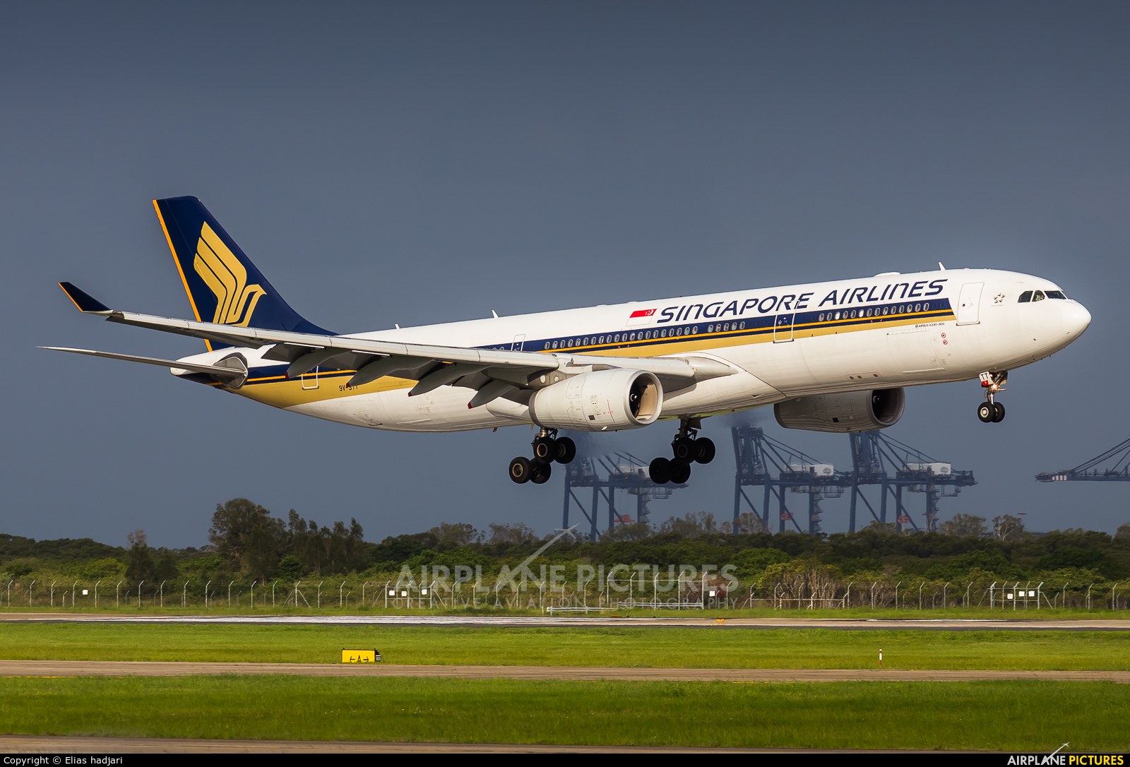 Singapore Airlines 9V-STT aircraft at Brisbane, QLD