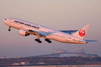 JA8985 - JAL - Japan Airlines Boeing 777-200