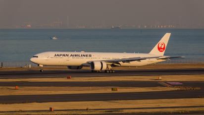 JA731J - JAL - Japan Airlines Boeing 777-300ER
