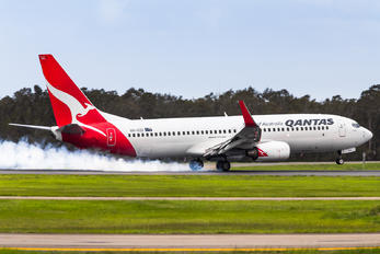 VH-VZD - QANTAS Boeing 737-800