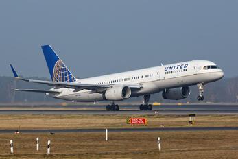 N17104 - United Airlines Boeing 757-200