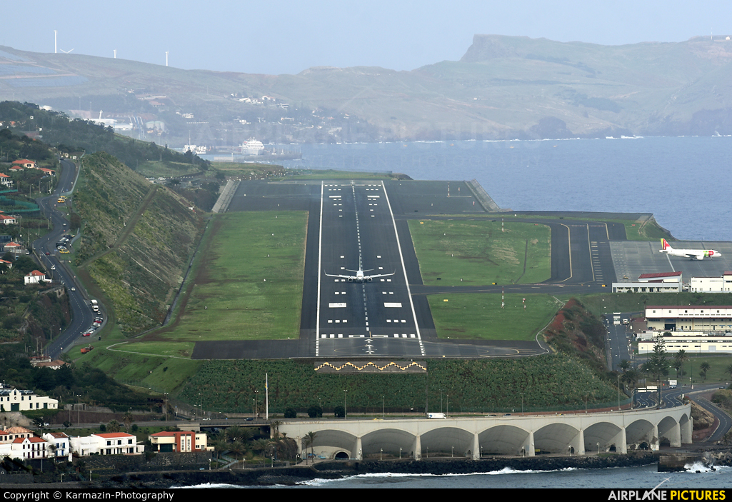 - Airport Overview  aircraft at Madeira