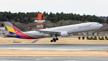 HL8293 - Asiana Airlines Airbus A330-300