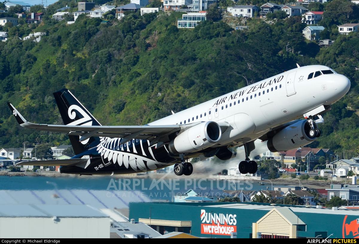 Air New Zealand ZK-OXI aircraft at Wellington Intl