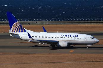 N0721 - United Airlines Boeing 737-700