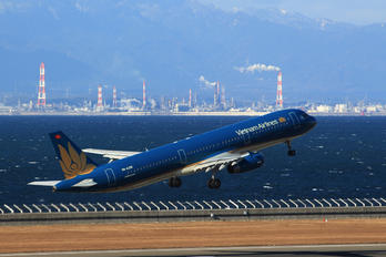 VN-A398 - Vietnam Airlines Airbus A321