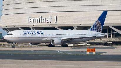 N642UA - United Airlines Boeing 767-300ER