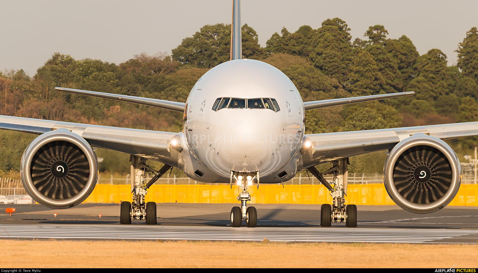Singapore Airlines 9V-SWB aircraft at Tokyo - Narita Intl