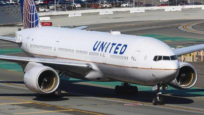 N210UA - United Airlines Boeing 777-200